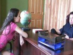 Lehrer verführt junge Teen Schlampe